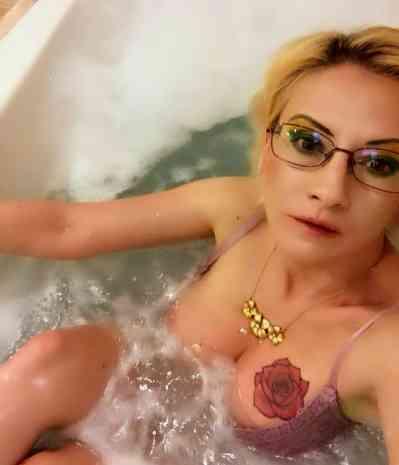 42 year old Hungarian Escort in Vienna Eve Hell Vienna
